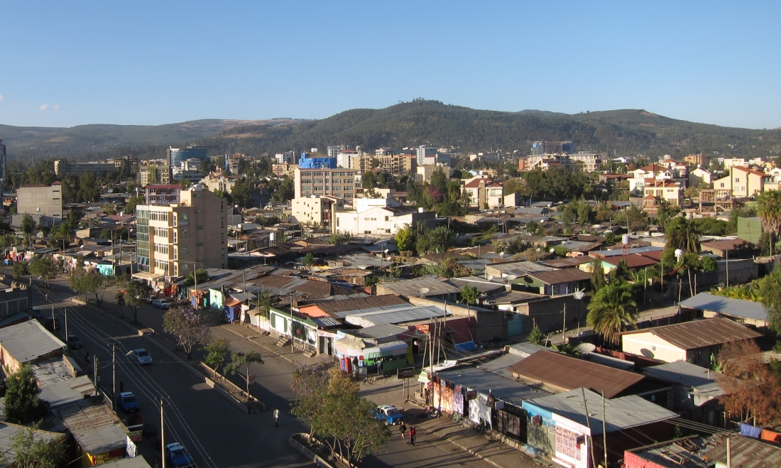https://upload.wikimedia.org/wikipedia/commons/0/0a/Addis_Ababa_Ethiopia_Shanty_town_and_City_March_2011.jpg