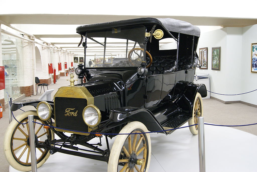 """By Sergey Rodovnichenko from Moscow, Russia (Ford T """"Tin Lizzie""""  Uploaded by High Contrast) [CC BY-SA 2.0 (https://creativecommons.org/licenses/by-sa/2.0)], via Wikimedia Commons"""